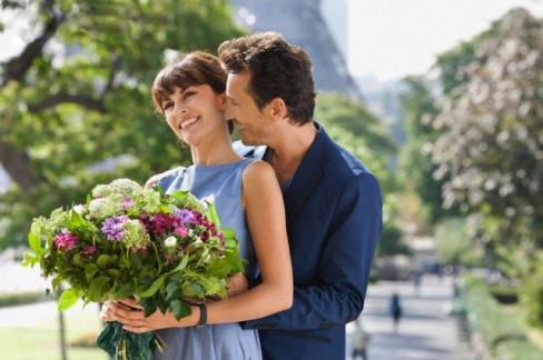 Какие цветы подарить любимой девушке