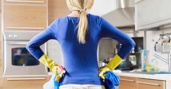 уходу за кухней из массива