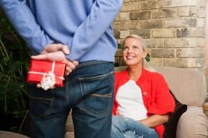 Как выбрать духи женщине  в подарок?