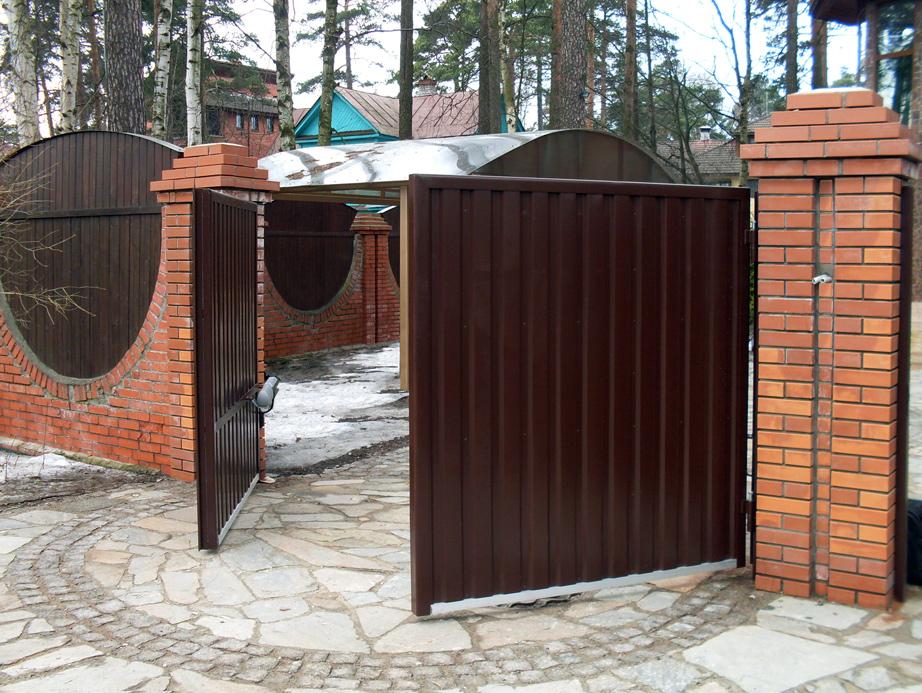 Советы по выбору распашных ворот