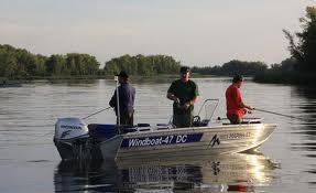 Как правильно выбрать катер для рыбалки