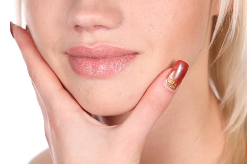Чем и как лучше лечить потрескавшиеся губы