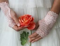 На каких свадебных перчатках остановить свой выбор
