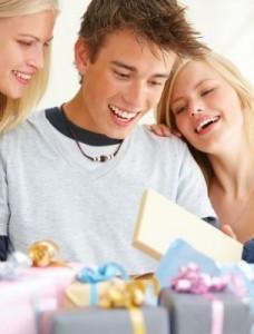 Как выбрать подарок для мальчика-подростка