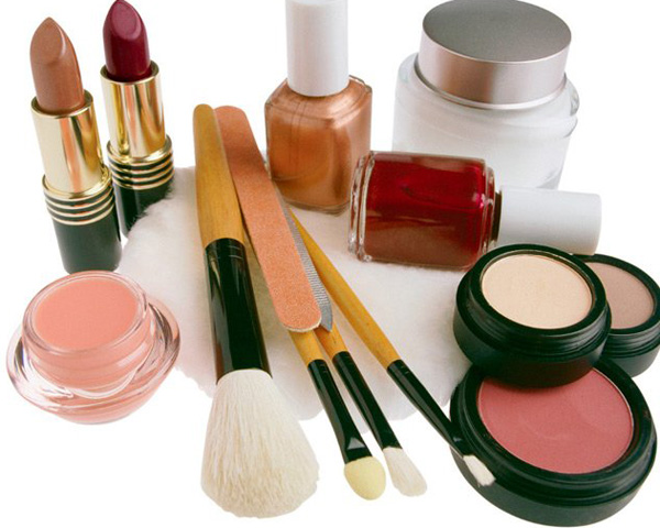 Как правильно хранить декоративную косметику