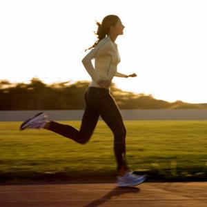 бегать по утрам