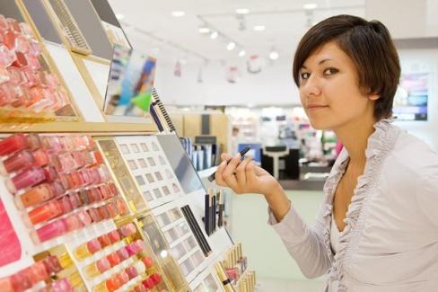 Как правильно покупать косметику