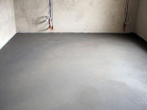 Как выполнить бетонную стяжку для напольного покрытия