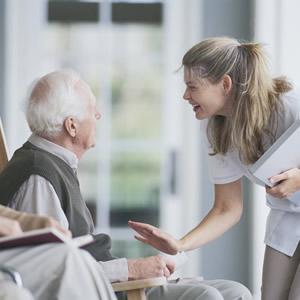 Советы по выбору сиделки для больного