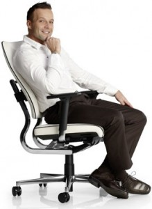 Кресло для руководителя удобное и комфортное, дорогое кожаное кресло - функциональное.