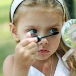 Чем опасна первая косметика для девочки