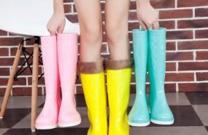 686f457c7 ... многие люди не знают какую обувь лучше надеть для похода на работу, в  магазин и так далее. Самый приемлемый вариант — это стильные резиновые  сапоги.