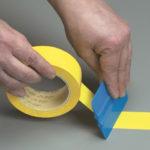 Как наносить клейкие ленты разметки пола